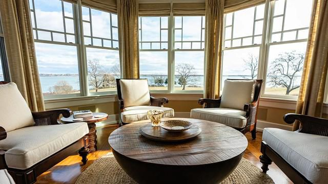 New England Living: Open-Concept Living At The Stunning Boothden Estate