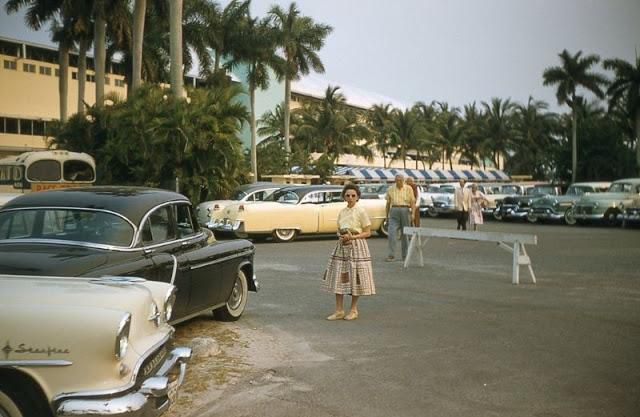 40 Fascinating Color Photos Capture Street Scenes of Miami & Miami Beach in the 1950s
