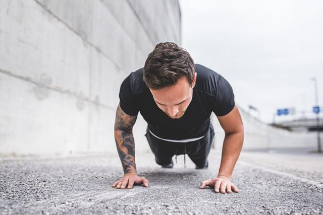 This 15-Minute, 3-Move Pushup Workout Will Stretch Your T-Shirt to The Limit