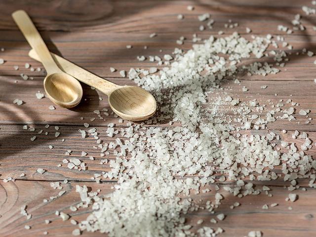 10 Surprising Benefits of an Epsom Salt Bath