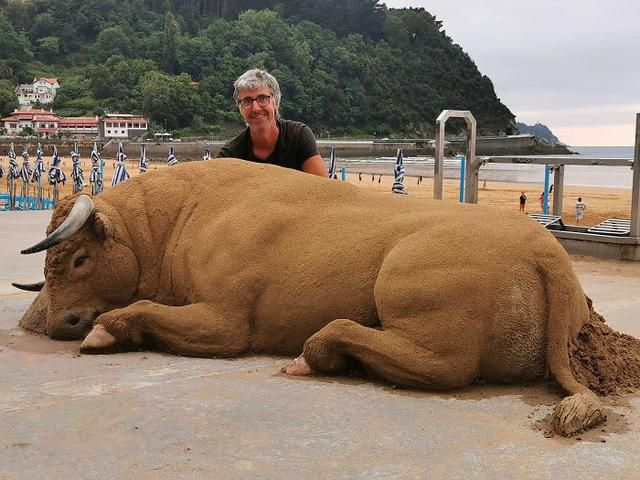 Sand Artist Creates Detailed Sculptures That You Could Easily Mistake For Live Animals If You Saw Them From A Distance