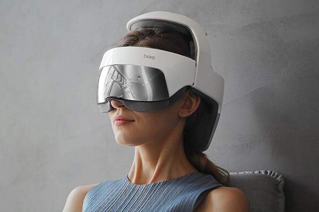 The iDream 5 relaxes your eyes and head with massages, vibrations, and hot-compresses
