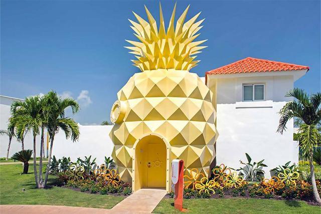 Spongebob fans! This Pineapple Villa will top your travel bucket list!