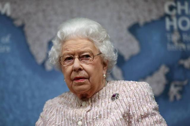 Queen Devastation: Queen Elizabeth II Breaks Down With HEARTBREAKING News