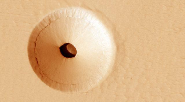 This Hole on Mars Is Wowing the Internet