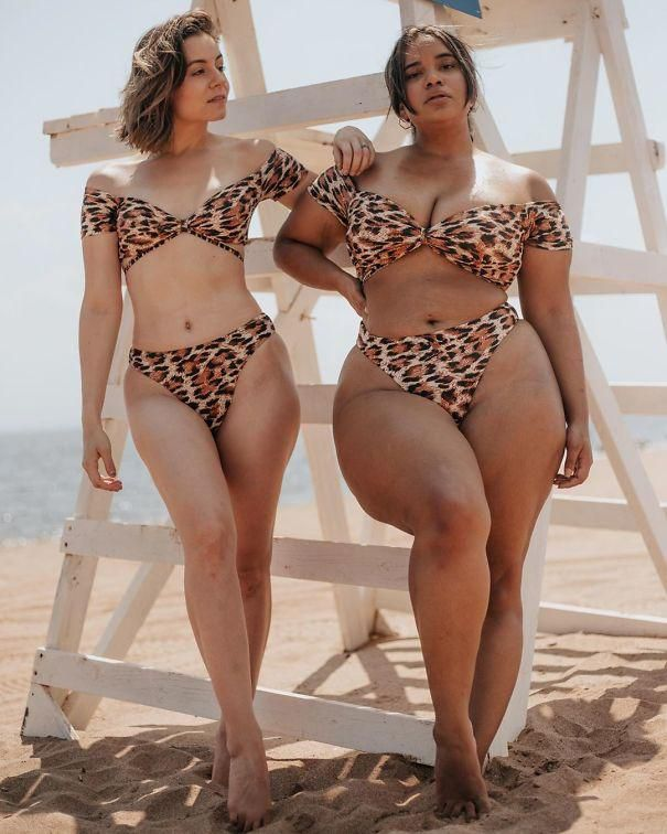 Two Friends Are Sharing How The Same Clothes Look On Different Sizes