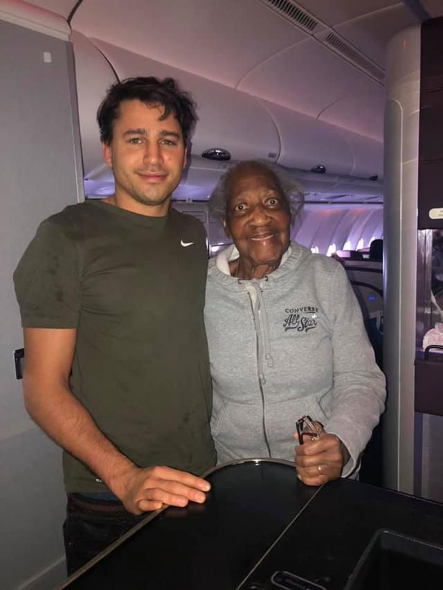 Man Gives Up His First-Class Seat To An 88 Y.O. Lady, Unknowingly Making Her Dream Come True