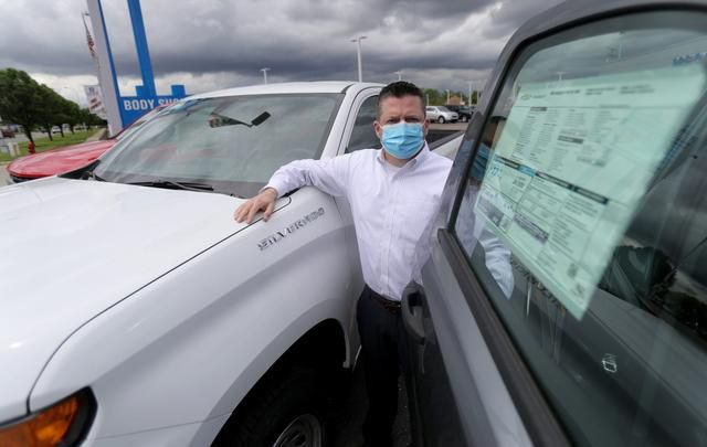 Dealers warn buyers: Get your new car before they're gone, supply vanishing
