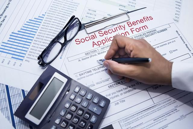 3 Ways Claiming Social Security Early Can Backfire