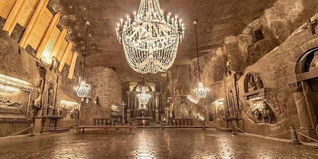 This Ancient Underground Salt Mine In Poland Has Lakes, Chapels, And Chandeliers All Made Of Salt (41 Pics)