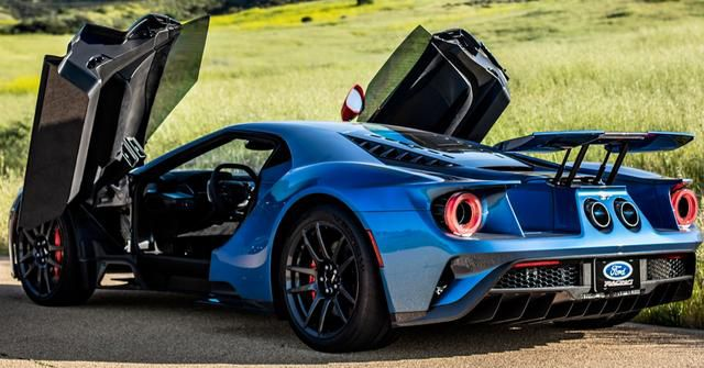 15 Stunning Photos Of The Ford GT Carbon Series