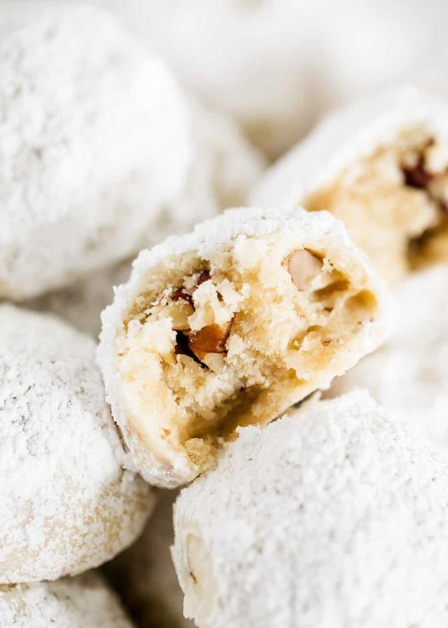 5-Ingredient Mexican Wedding Cookies