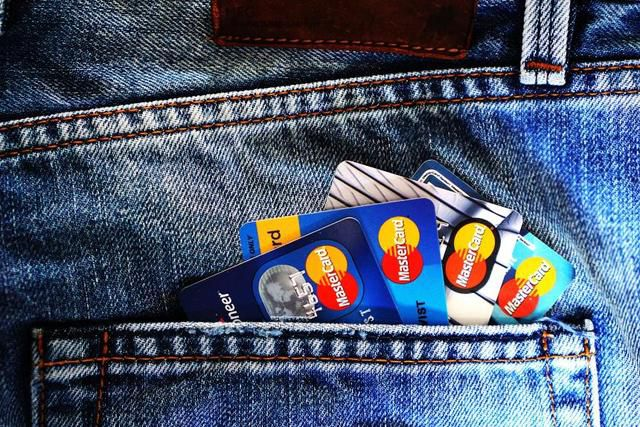 Should You Use Credit, Debit Or Cash For Everyday Purchases? An Expert Weighs In