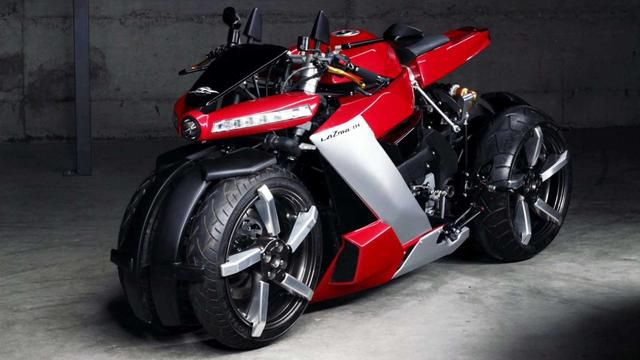 This mad motorbike desperately wants to be a car