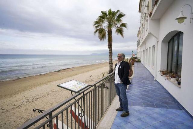 AP PHOTOS: Italian resort wonders when it will see visitors