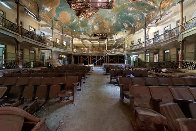 I Explore A Mysterious Theater Abandoned For Over 60 Years