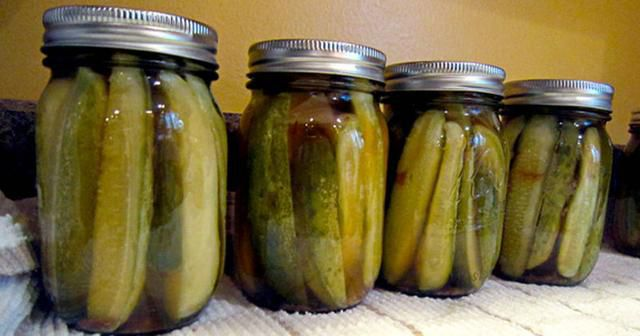 5 Surprising Reasons Why You Need To Stop Throwing Away That Pickle Juice (Such a Waste!)